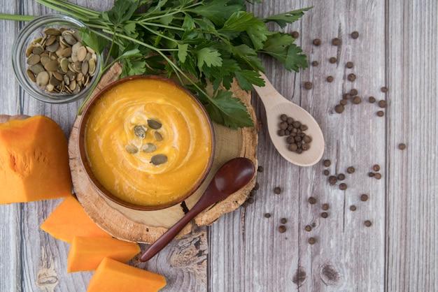 Draufsicht köstliche käse- und sahnesuppe Kostenlose Fotos