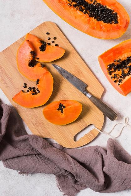 Draufsicht köstliche papaya bereit, serviert zu werden Kostenlose Fotos