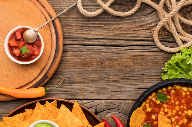 Draufsicht köstliches mexikanisches essen mit nachos Kostenlose Fotos