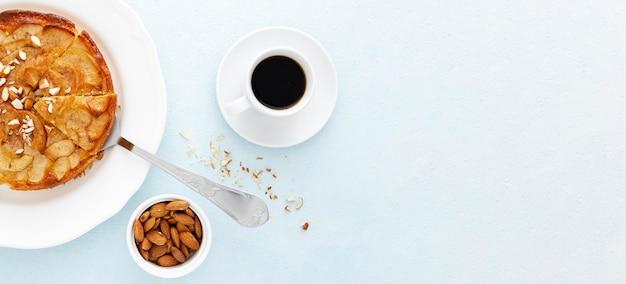 Draufsicht leckere torte und kaffee Kostenlose Fotos