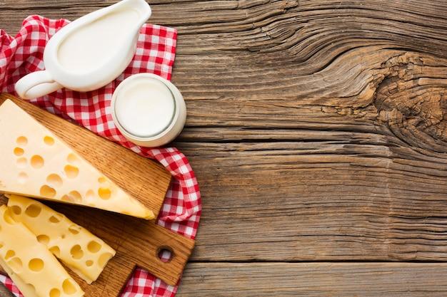 Draufsicht milch und käse Kostenlose Fotos