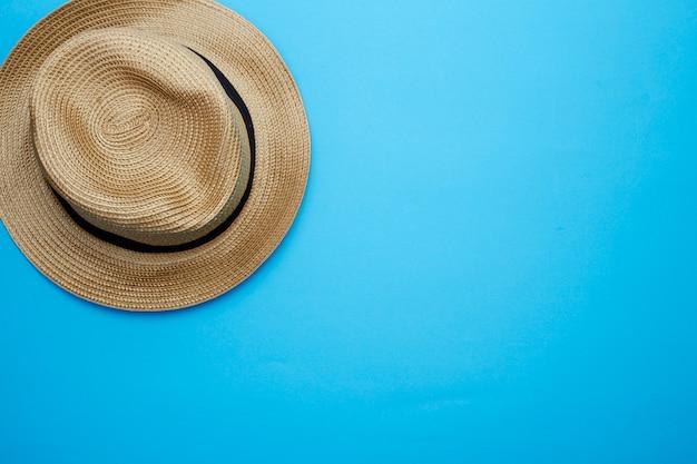 Draufsicht panama-hut auf weißem hintergrund Premium Fotos