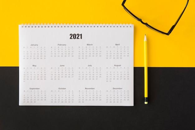 Draufsicht planer 2021 kalender und leseklassen Kostenlose Fotos