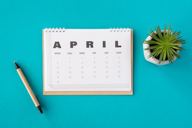 Draufsicht planer april kalender und sukkulente Kostenlose Fotos