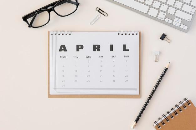 Draufsicht planer april kalender Kostenlose Fotos