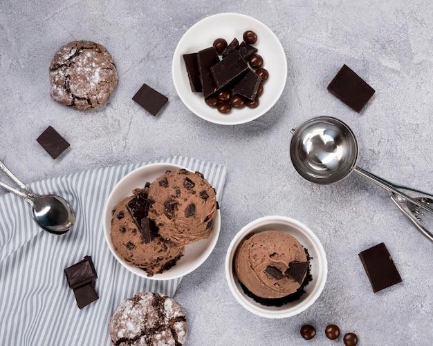 Draufsicht schokoladeneis auf dem tisch Kostenlose Fotos