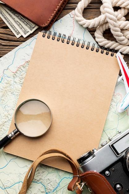 Draufsicht travel kit elemente Kostenlose Fotos