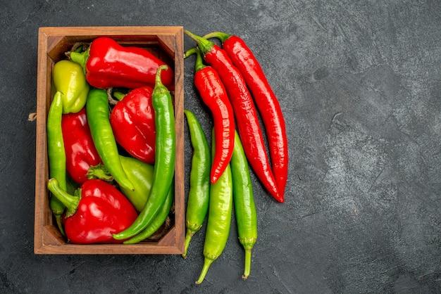 Draufsicht verschiedene frische paprika würzige pflanzen Kostenlose Fotos