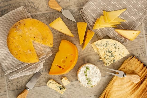 Draufsicht vielzahl von leckeren käse Kostenlose Fotos