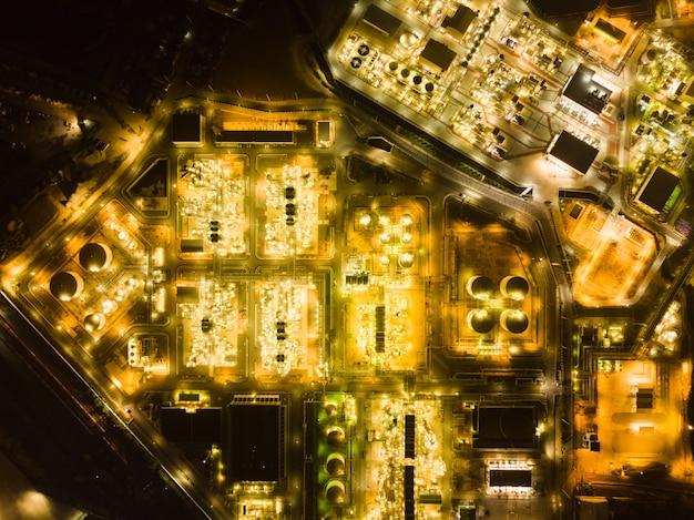 Draufsicht vom brummen des petrochemischen werks Premium Fotos