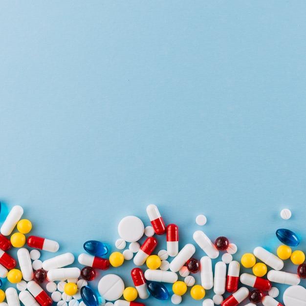 Draufsicht von bunten pillen Kostenlose Fotos