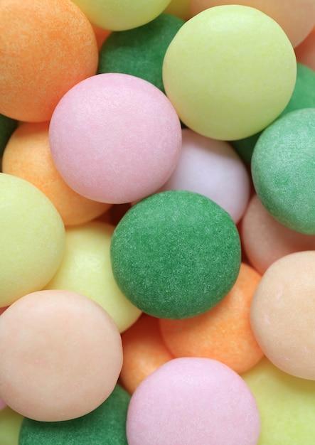 Draufsicht von pastell farbigen runden süßigkeiten, von makroschuß für beschaffenheit und von hintergrund Premium Fotos