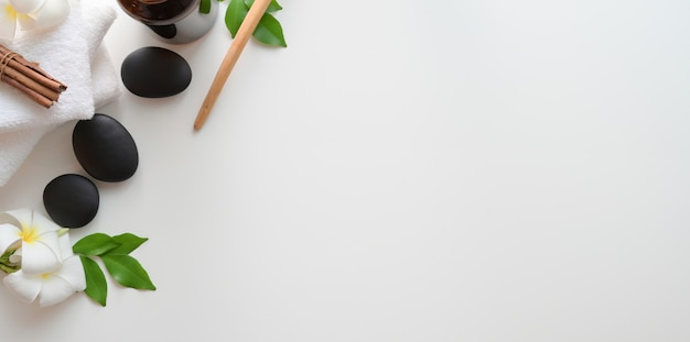 Draufsicht von schwarzen steinen und von tüchern für massagen auf weißem hintergrund Premium Fotos