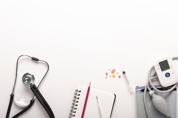 Draufsicht von stethoskopen Premium Fotos
