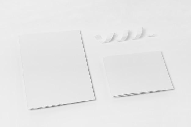 Draufsicht weiße papierstücke Kostenlose Fotos