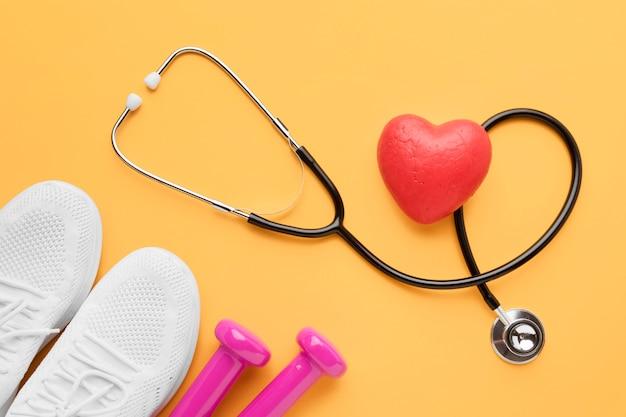 Draufsicht-weltherz-tageskonzept mit stethoskop Kostenlose Fotos