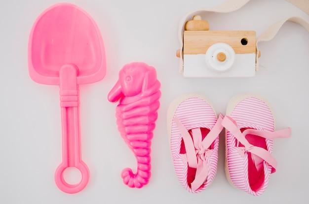 Draufsichtbabyschuhe mit rosa spielwaren Kostenlose Fotos