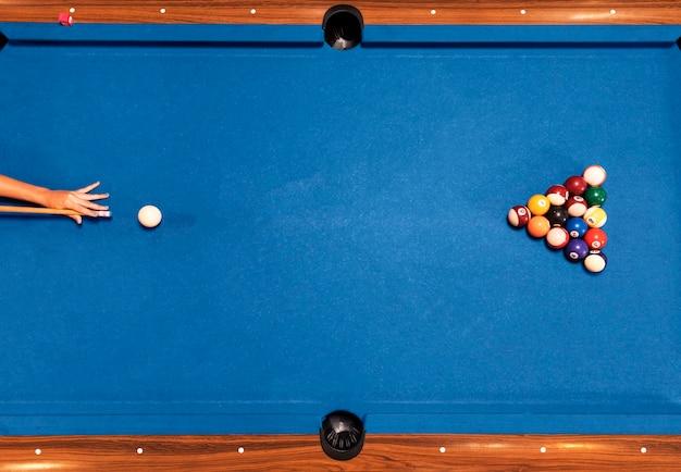 Draufsichtbillardtisch mit blauem hintergrund Kostenlose Fotos