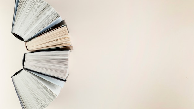 Draufsichtbogen gemacht von den offenen büchern Kostenlose Fotos