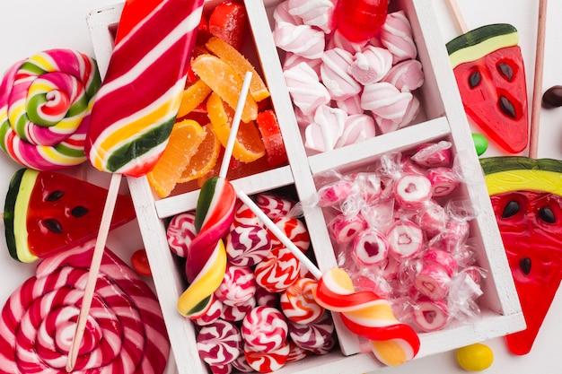 Draufsichtbündel köstliche süßigkeiten Kostenlose Fotos