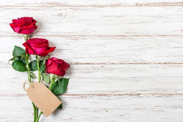 Draufsichtbündel rote rosen mit kopienraum Kostenlose Fotos