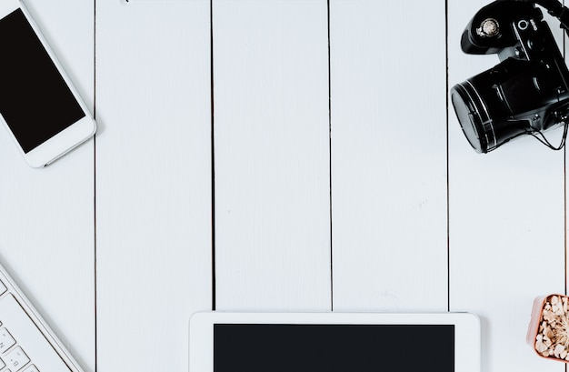Draufsichtfachmann moderner kreativer grafikdesigner white desk. Premium Fotos