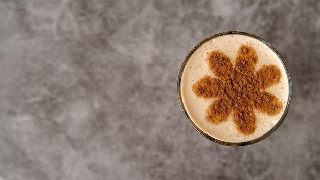 Draufsichtglas kaffee mit kopienraum Kostenlose Fotos