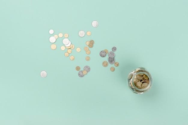 Draufsichtglas mit münzen Kostenlose Fotos