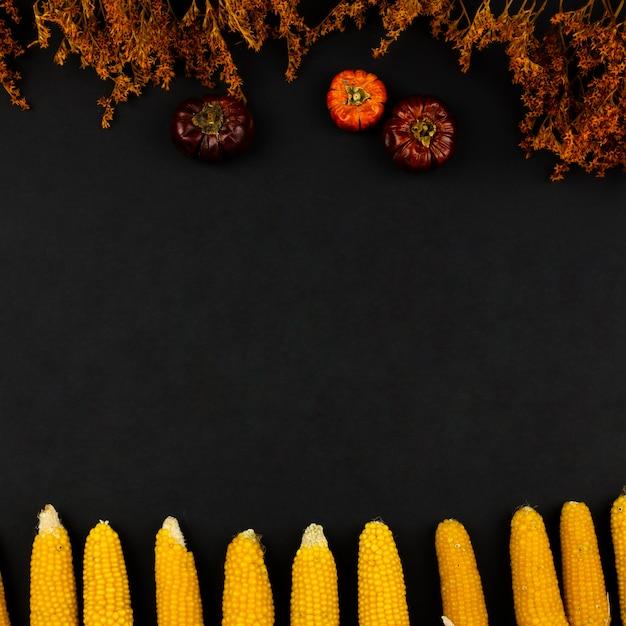 Draufsichtherbstlebensmittel mit schwarzem hintergrund Kostenlose Fotos