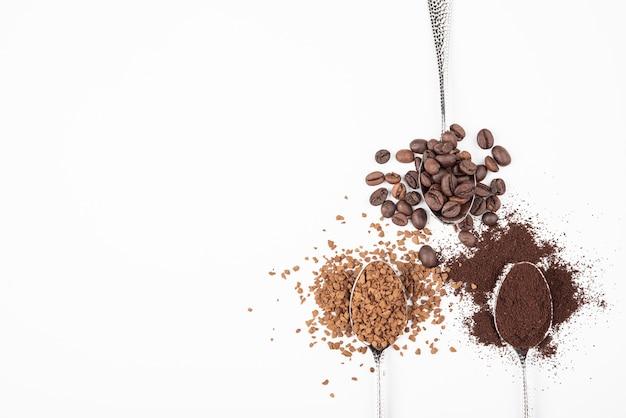 Draufsichtkaffee in den verschiedenen zuständen Kostenlose Fotos