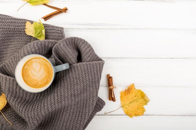 Draufsichtkaffeetasse auf einem tuch mit kopienraum Kostenlose Fotos