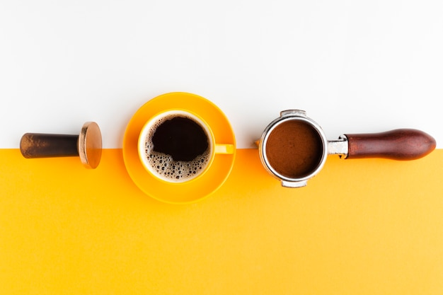 Draufsichtkaffeetasse mit stampfer Kostenlose Fotos