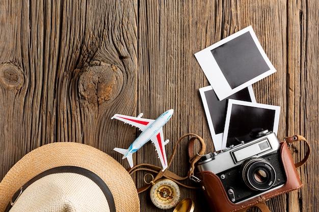 Draufsichtkamera mit fotos auf einer tabelle Kostenlose Fotos