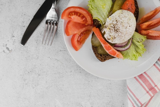 Draufsichtplatte mit frühstück auf tisch Kostenlose Fotos