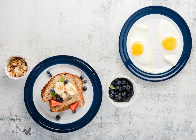 Draufsichtsammlung mit einfachen eiern und sandwich Kostenlose Fotos