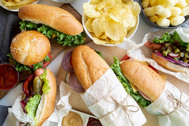 Draufsichtsandwiche und -hamburger Kostenlose Fotos