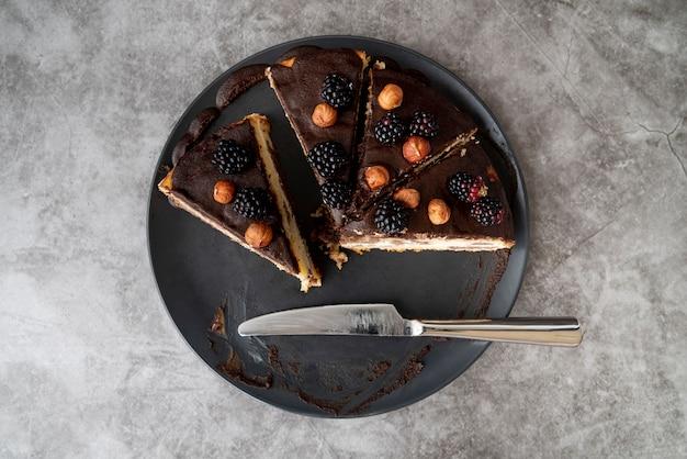 Draufsichtscheiben des kuchens auf platte Kostenlose Fotos