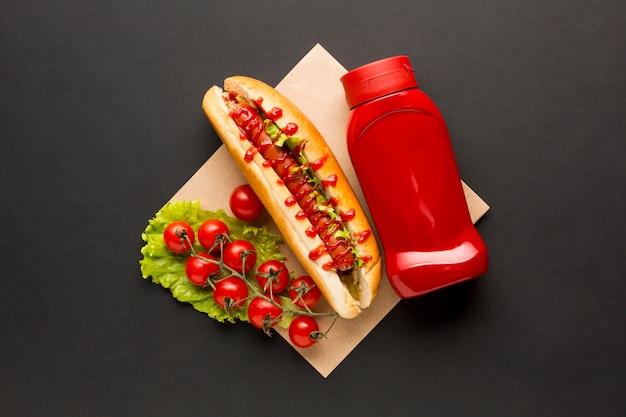 Draufsichtschnellimbiß mit tomaten Kostenlose Fotos