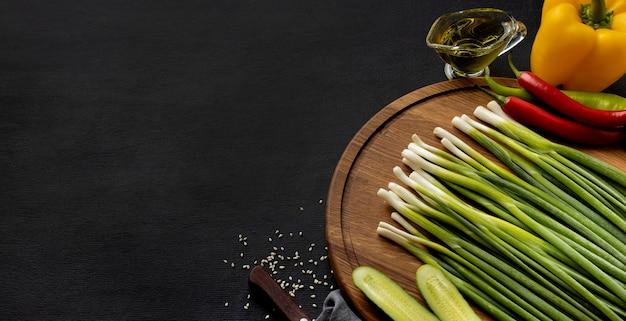 Draufsichtsortiment des köstlichen frischen gemüses mit kopienraum Kostenlose Fotos