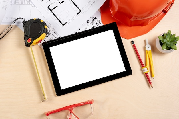 Draufsichttablette auf schreibtischmodell Kostenlose Fotos