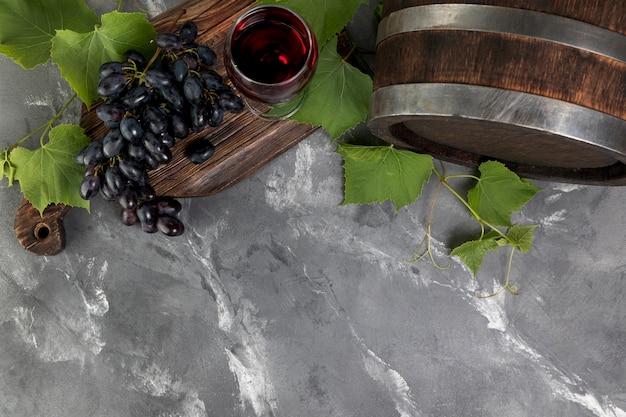 Draufsichtweinfaß auf marmorhintergrund Kostenlose Fotos