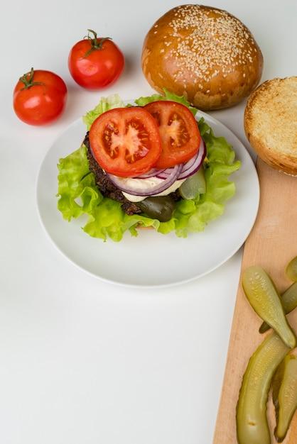 Draufsichtzutaten für geschmackvollen hamburger Kostenlose Fotos