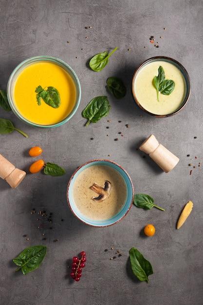 Drei leckere suppenpürees. der blick von oben Premium Fotos