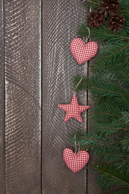 Drei niedliche handgemachte weihnachtsverzierungen Kostenlose Fotos