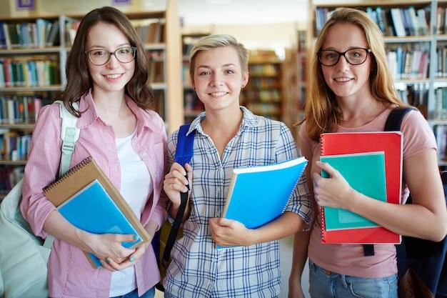 Drei studenten Kostenlose Fotos