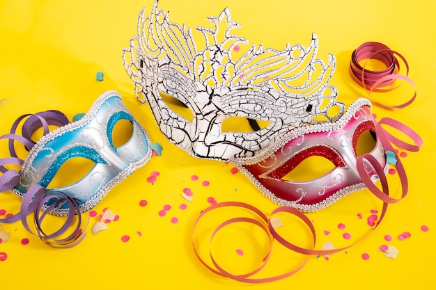 Drei venezianische masken Premium Fotos