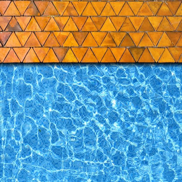 Dreiecksteinpflasterung mit poolrandhintergrund Premium Fotos