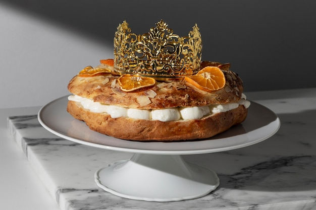 Dreikönigstagsdessert mit getrockneten zitrusfrüchten Premium Fotos