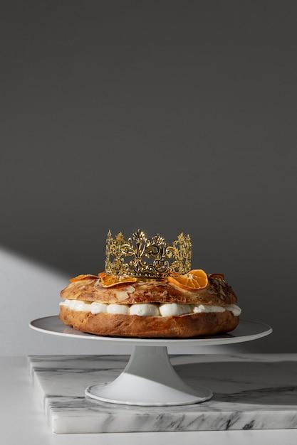 Dreikönigstagsdessert mit kopierraum Premium Fotos