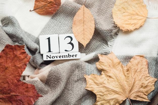 Dreizehnter tag des herbstmonatskalenders november. Premium Fotos